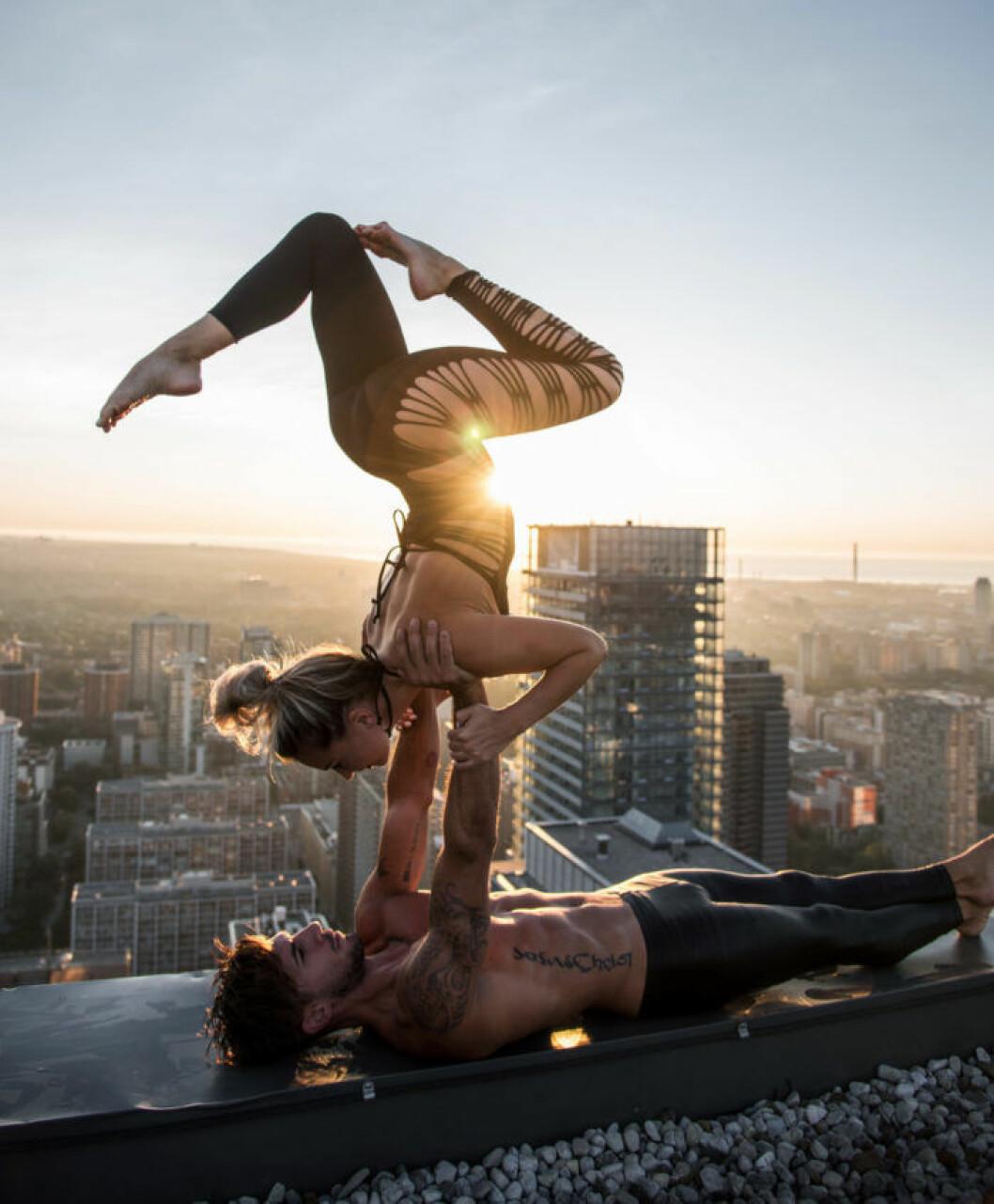 05. yoga-rooftop