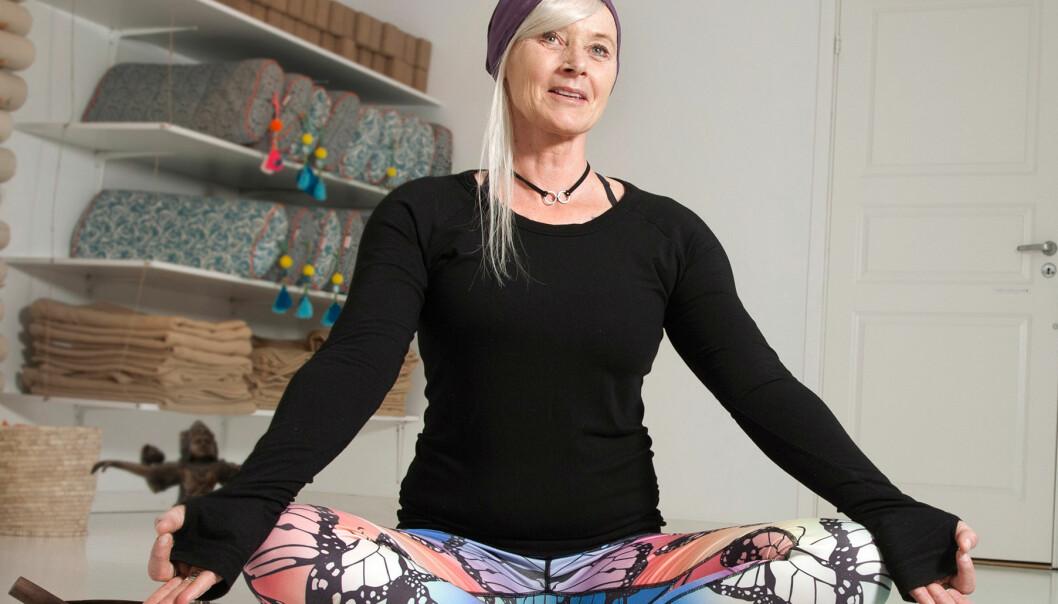 Angelica, som lider av bröstcancer, utövar yoga som ett komplement till sin vanliga behandling av sjukdomen.