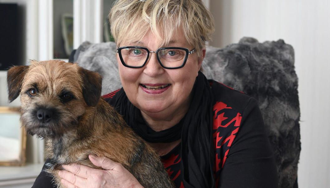 Ann-Katrin tillsammans med hundvalpen Tindra som hjälpte henne ur depressionen
