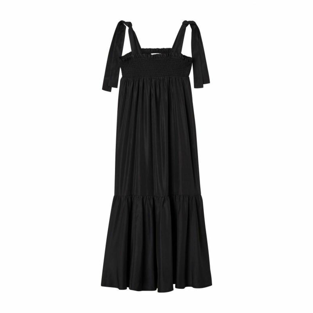 Svart klänning med smock från Carin Wester till sommaren 2020