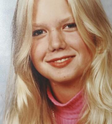Nina övertalades att gå med i Jehovas vittne som ung – här syns hon fotograferad under högstadiet.