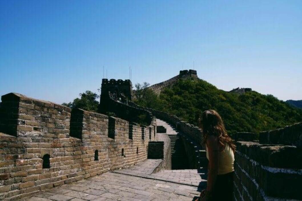 Sandra Stadelmann vid Kinesiska muren.