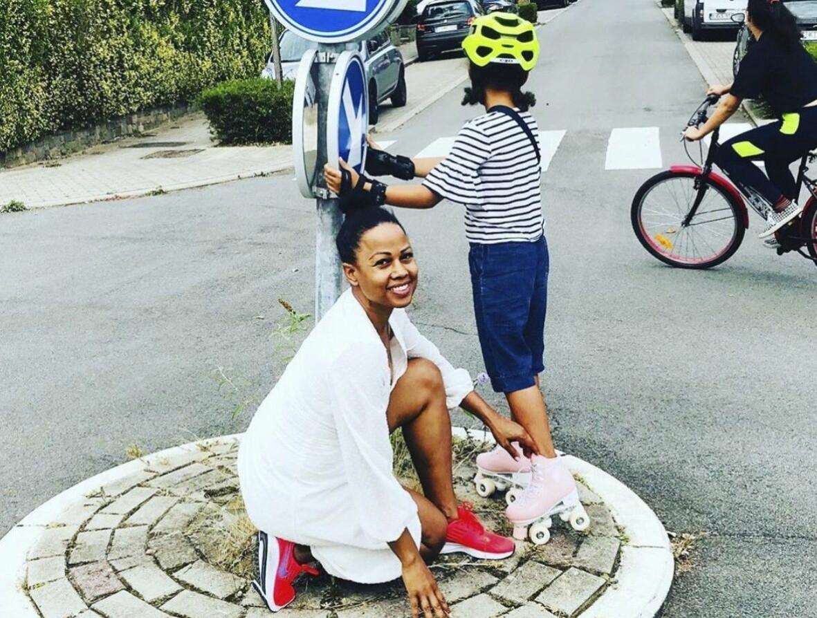 Alice Bah Kunke med sin dotter i Bryssel.
