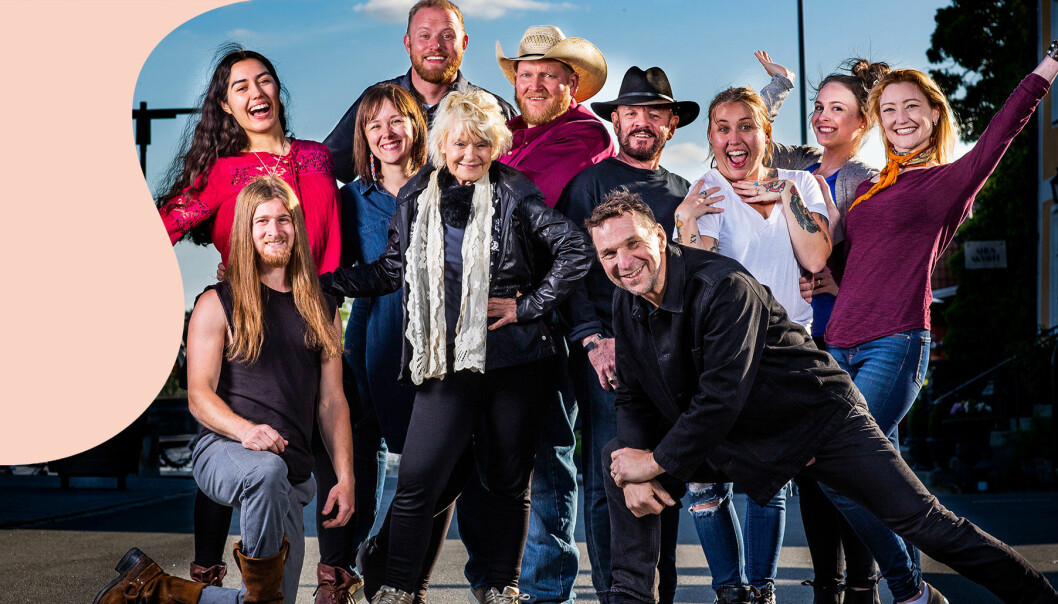 Här är alla deltagare i Allt för Sverige 2019 i SVT tillsammans med programledaren Anders Lundin.