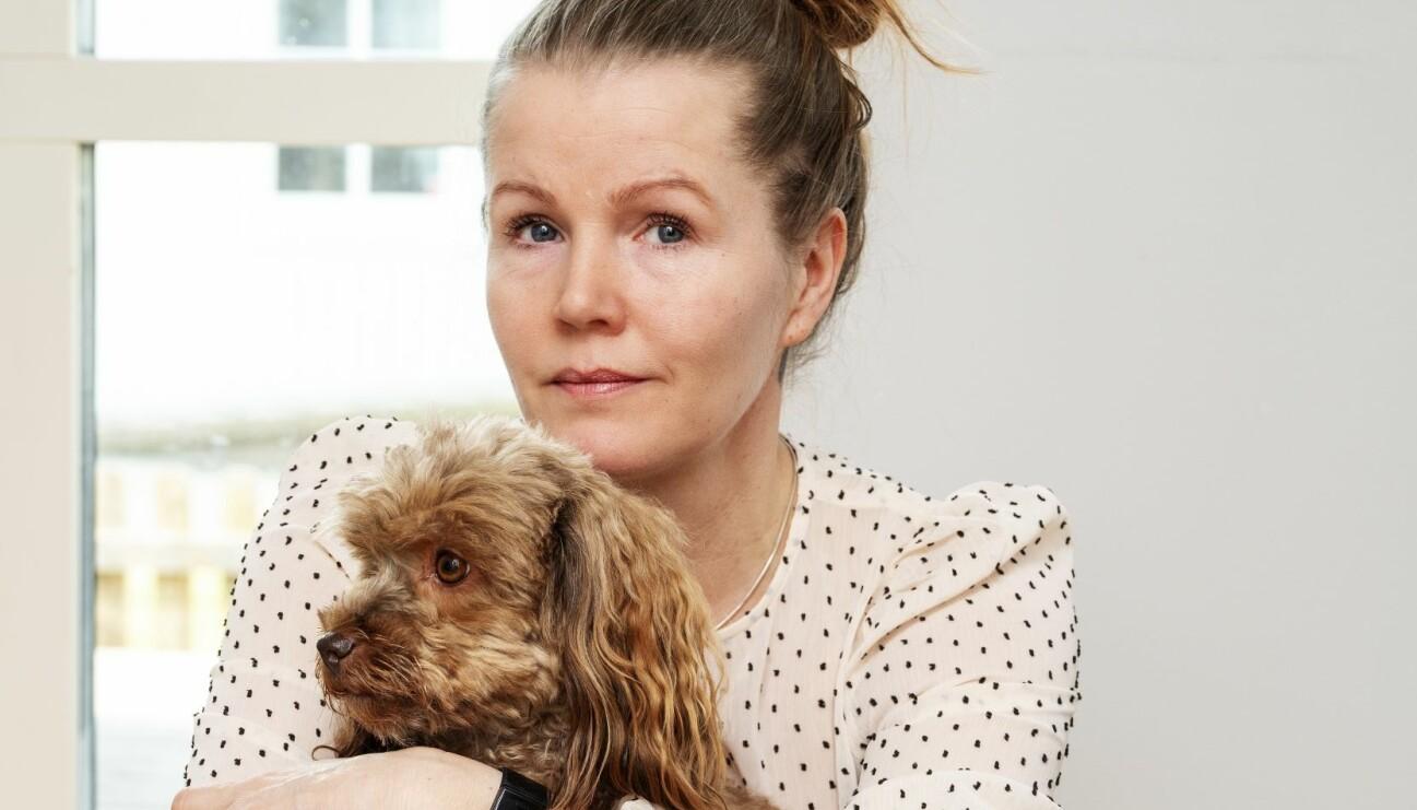 Annika Jernström har i 25 år lidit av kronisk förstoppning och här berättar hon om om hur det kunde gå en vecka mellan att hon bajsade, hur ont hon hade och hur svullen hon var i magen samt hur en medicin gjorde att hon kom till rätta med problemet