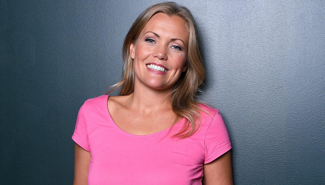 Annika Sjö i rosa t-shirt