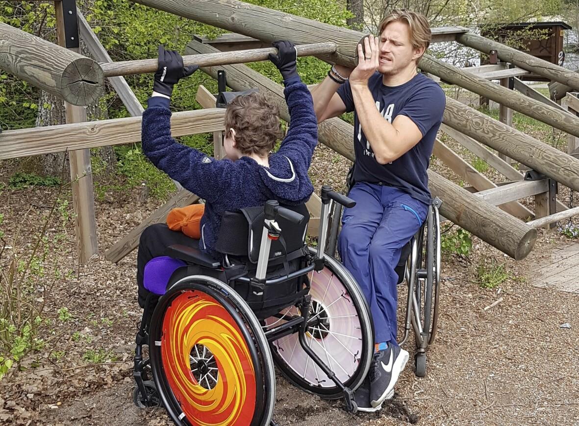 Aron Andersson i rullstol