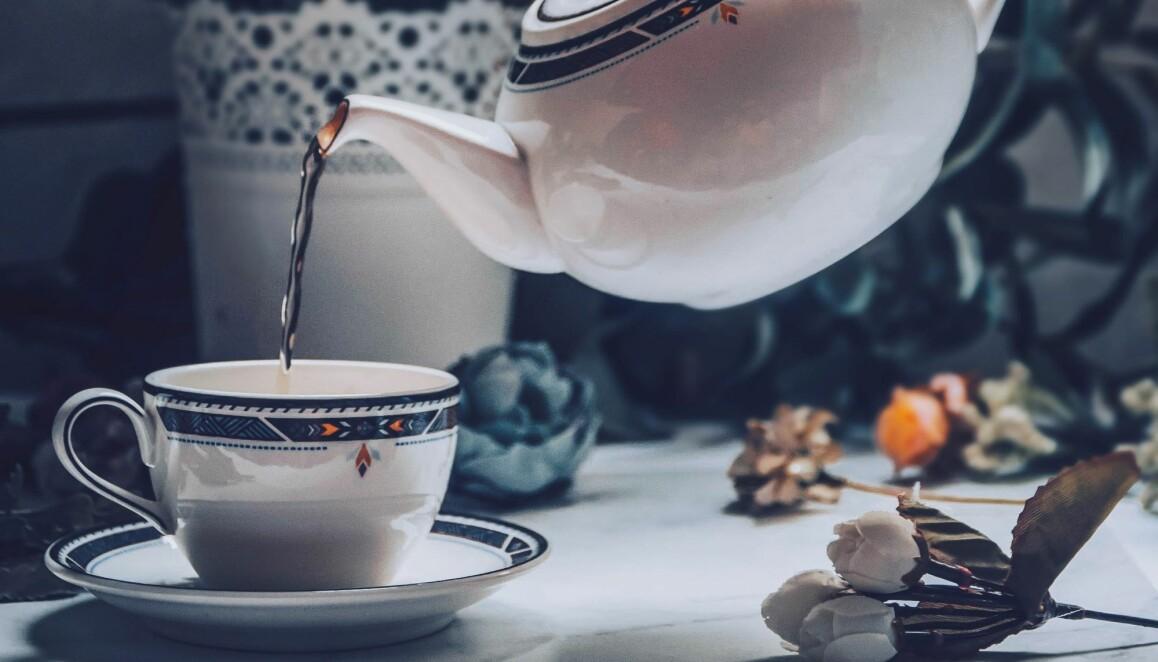 Att få bort tefläckar kan vara en konst.