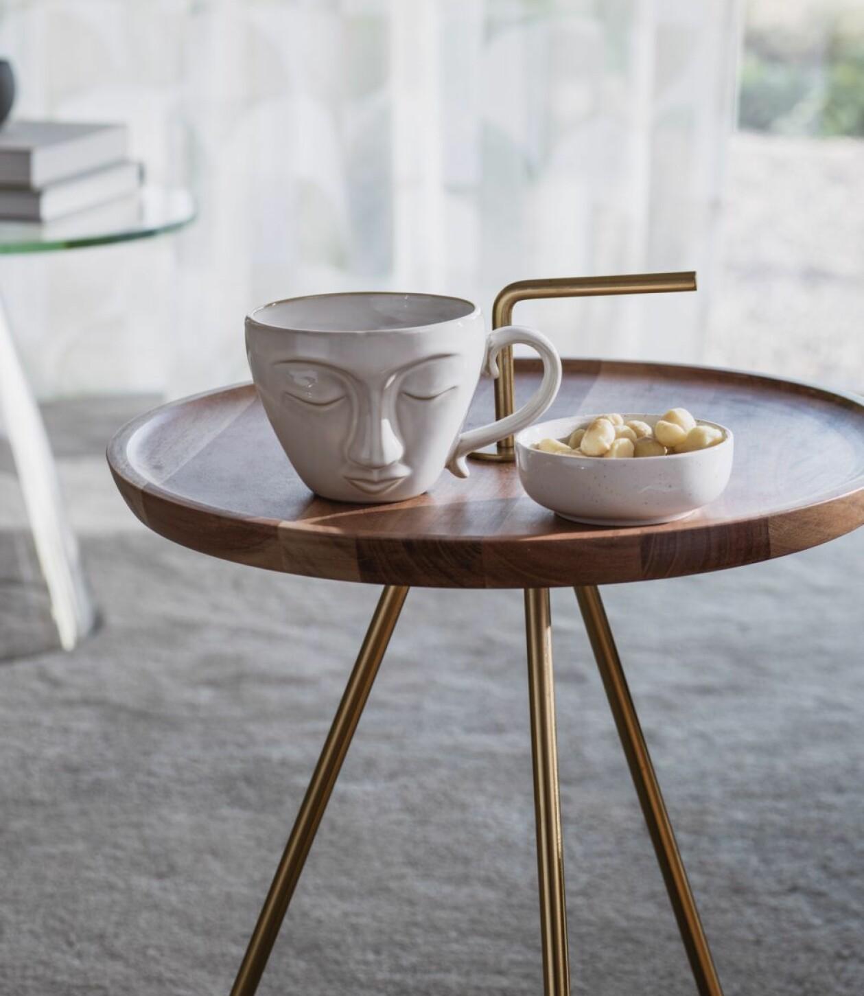 Bärbart sidobord i trä och metall med handtag, från Hemtex