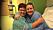 Heidi och hennes vän Birgit håller om varandra i en kram, samtidigt som de tittar mot kameran och ler.