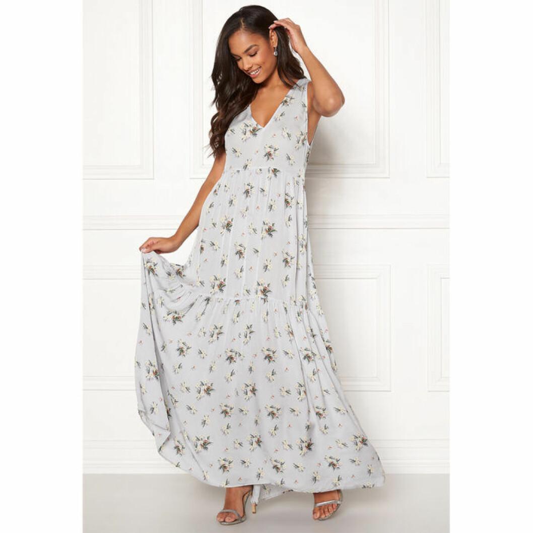 Blå och blommig maxiklänning