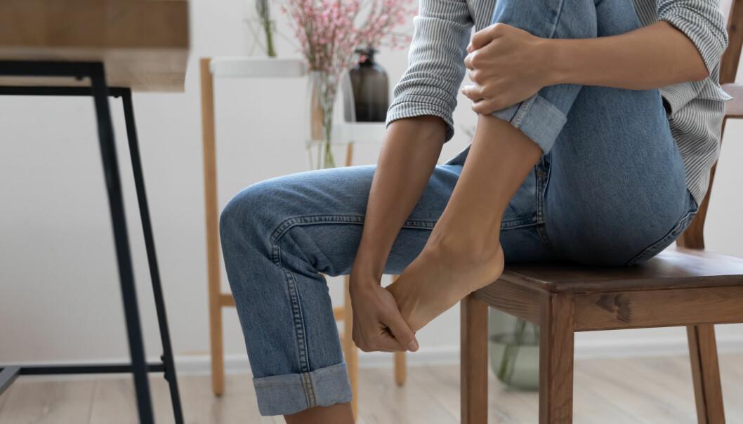 Brännande fötter kan ha flera orsaker.