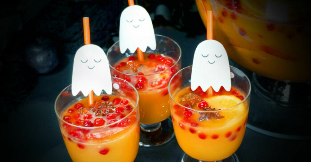 läskande bål till halloween med pumpa och granatäpple