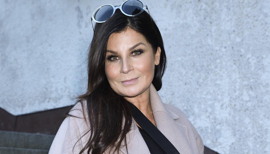 Carola Häggkvist har drabbats av utmattningssyndrom och lämnat Let's dance. Här ses hon vid en invigning under 2020.