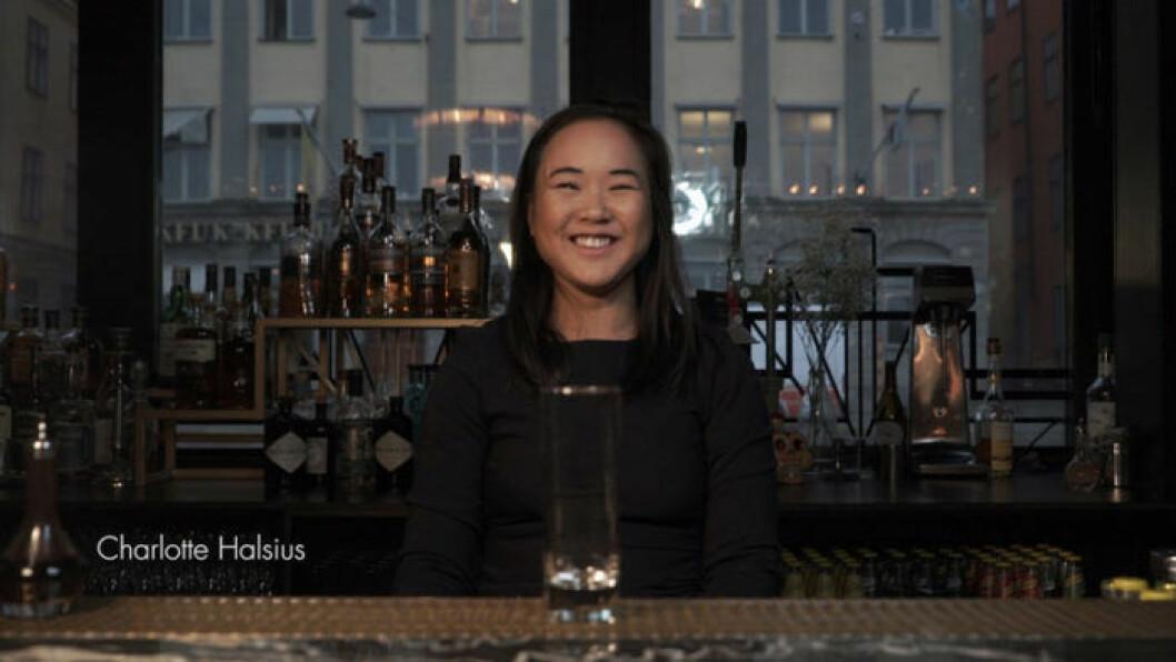 Charlotte Halsius jobbar på Mr French i Stockholm och visar vinterdrinkar.