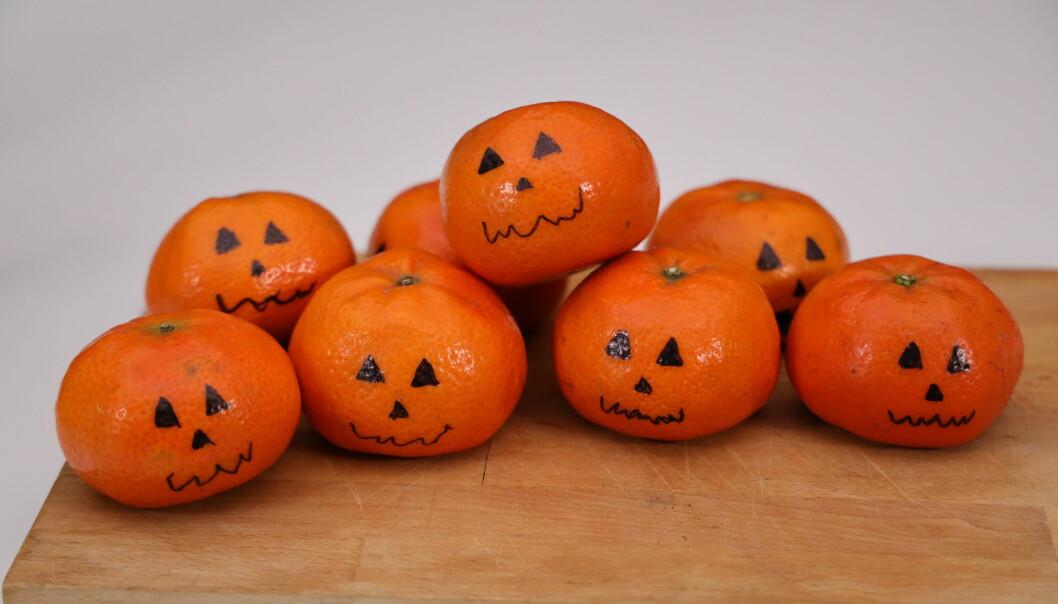 Clementiner med ett klassiskt pumpaansikte.