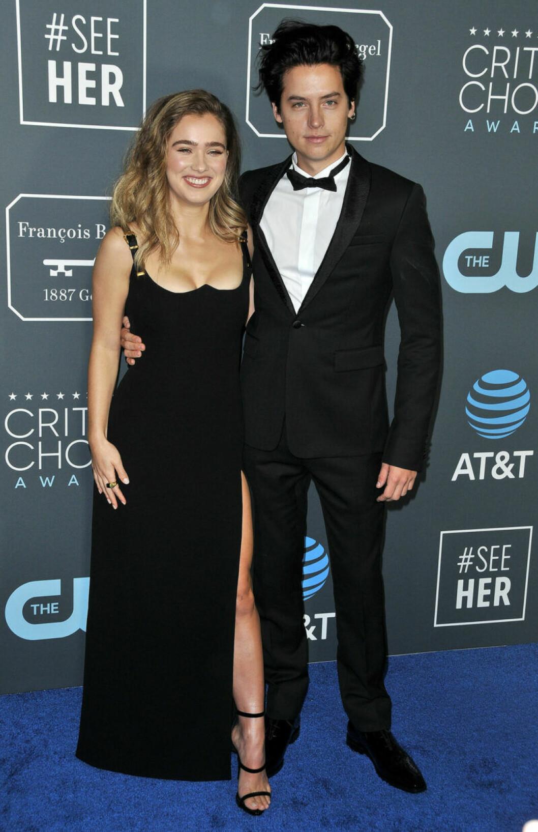 Cole Sprouse och Haley Lu Richardson på röda mattan på Critics Choice Awards 2019