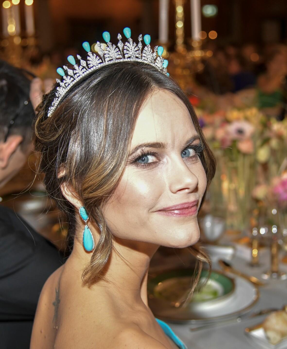 De turkosa örhängena som prinsessan Sofia bar kom från juveleraren Amanda Weibull Laurell.