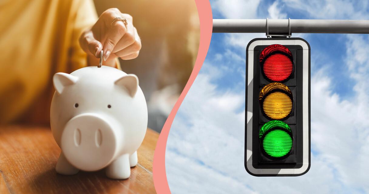 Delad bild till en artikel om spartips i vardagen. Till vänster syns en hand som stoppar ner ett mynt i en spargris. Till höger syns ett trafikljus med röd, guld och grön lampa.
