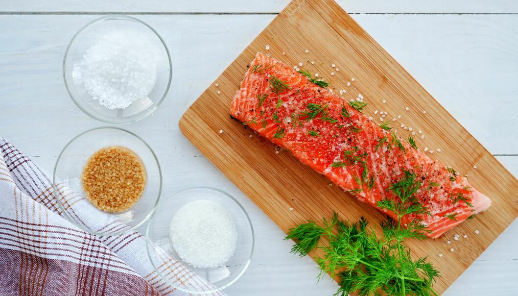 Använd vanligt joderat salt eller grovsalt till gravlaxen i jul – aldrig mineralsalt.