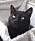 Den svarta katten Diva är Ida Knutssons egen.