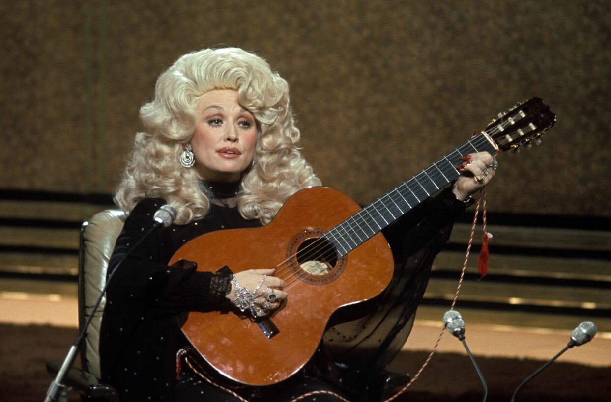 Dolly Parton spelar gitarr, men har aldrig lärt sig noter.