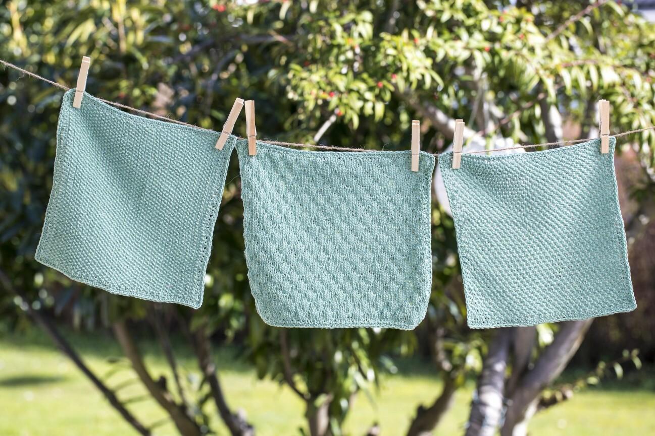 Gästhanddukar på tvättlina.