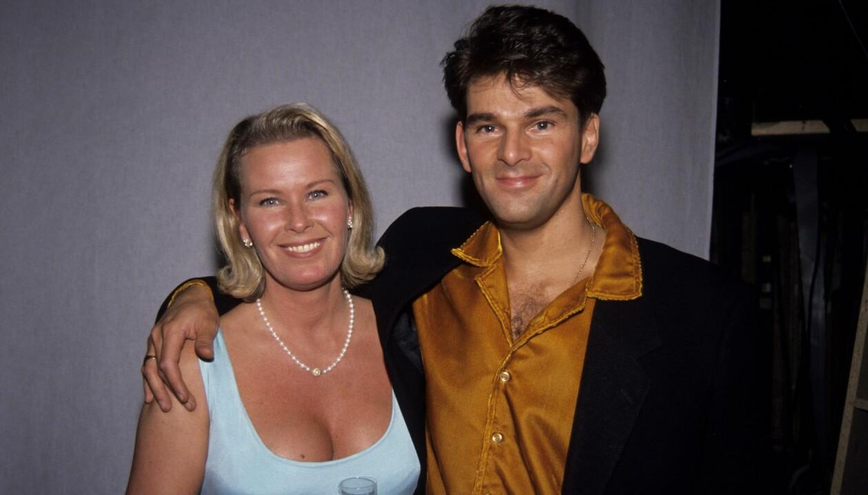 Efva Attling och Niklas Strömstedt fångade på bild tillsammans 1992.