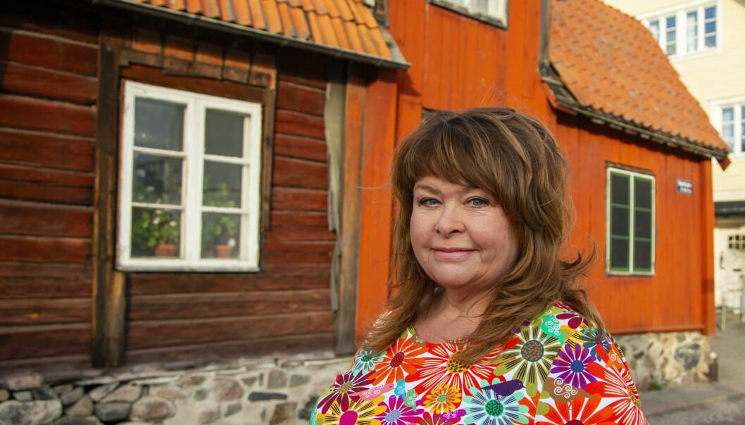 Författaren Eli Åhman Owetz i Norrtälje har skrivit åtta feelgoodromaner, den senaste heter En bättre människa.