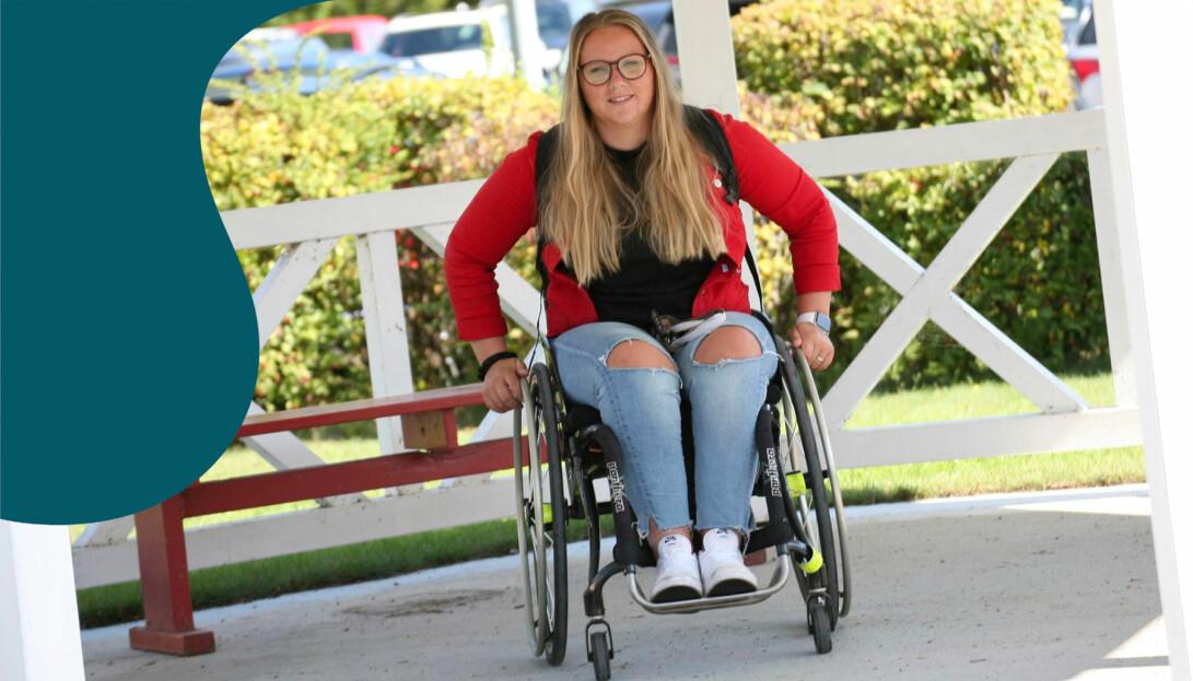 Idrottsttjejen Elina Waldén sitter i rullstol.