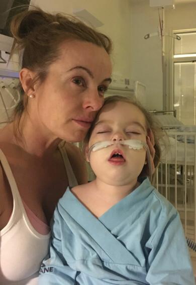 Emma Aldin med dottern Eleonora Aldin på sjukhuset i Malmö 2019.