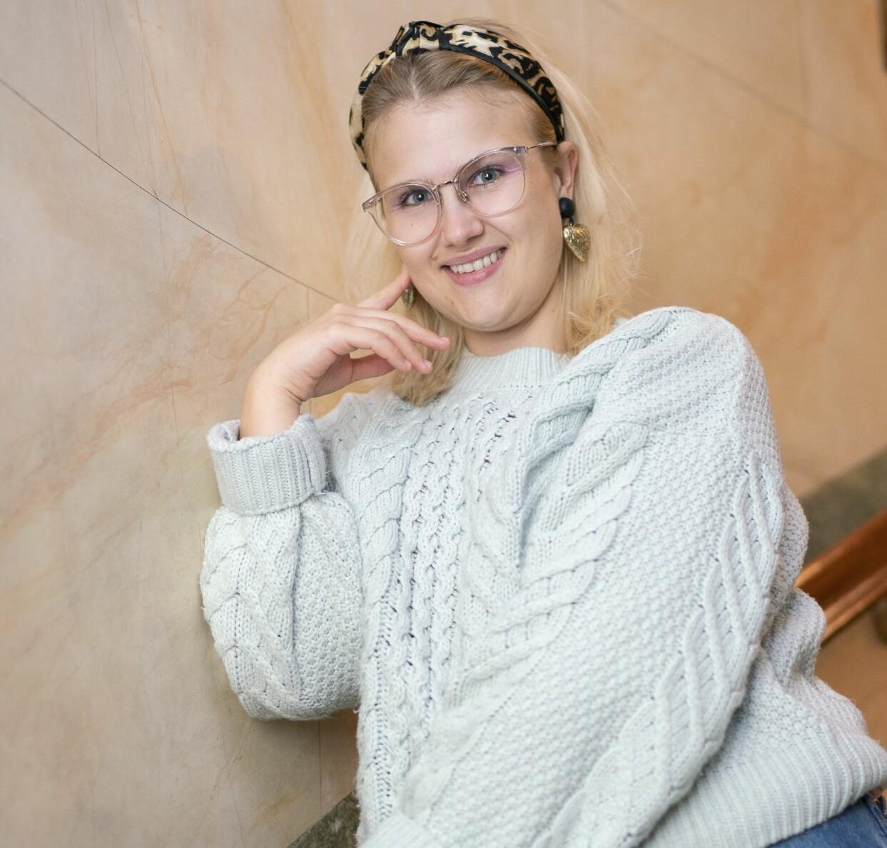 Emma Örtlund ler mot kameran och berättar om sitt livs äventyr.
