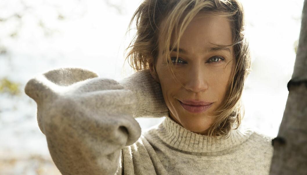 Porträtt av Emma Wiklund som delar med sig av sina bästa tips för mogen hud