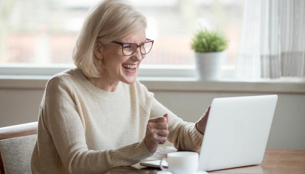 En kvinna deklarerar digitalt och får tillbaka skattepengarna tidigt 2020.