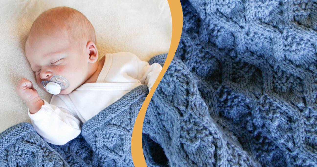 Ett barn som ligger och sover gott i en vackert hålmönstrad filt i merinoull.