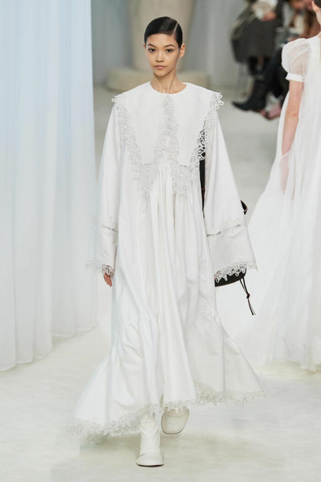 Trender våren 2020 Loewe vit klänning