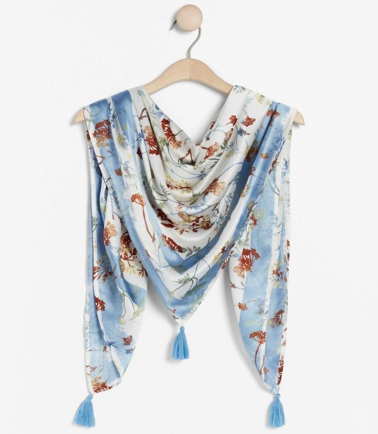 Fint mönstrad satinscarf med tofsar i hörnen, från Lindex