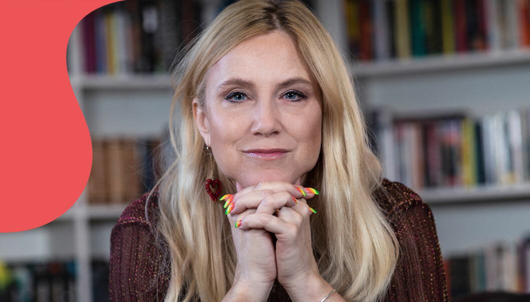 """Frida Boisen i sin lägenhet i Stockholm, fotograferad inför släppet av hennes nya bok, """"Du är inte längre min dotter""""."""