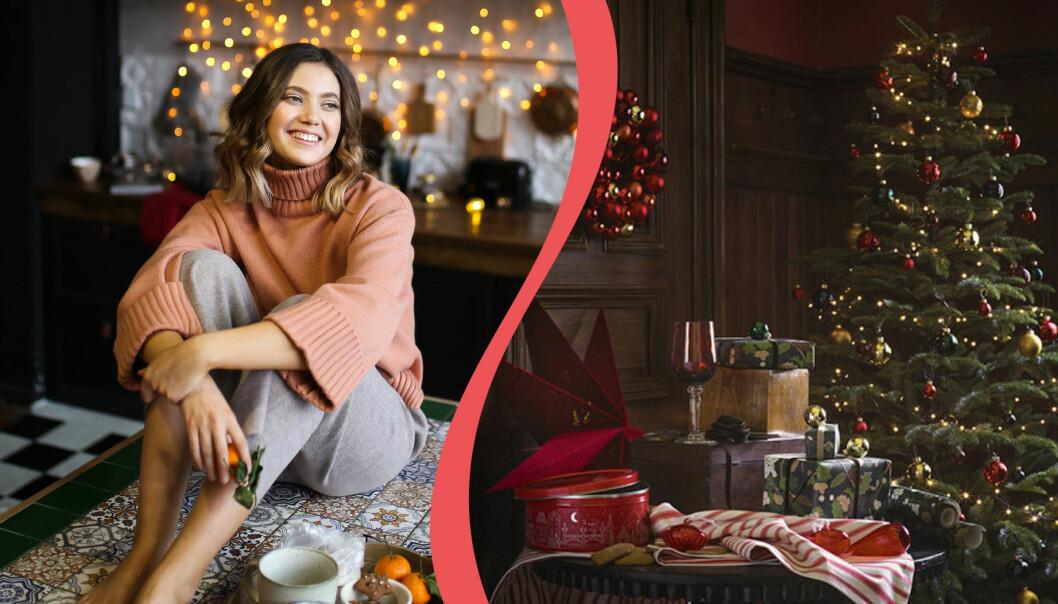 Glad kvinna sitter i julpyntat hem.