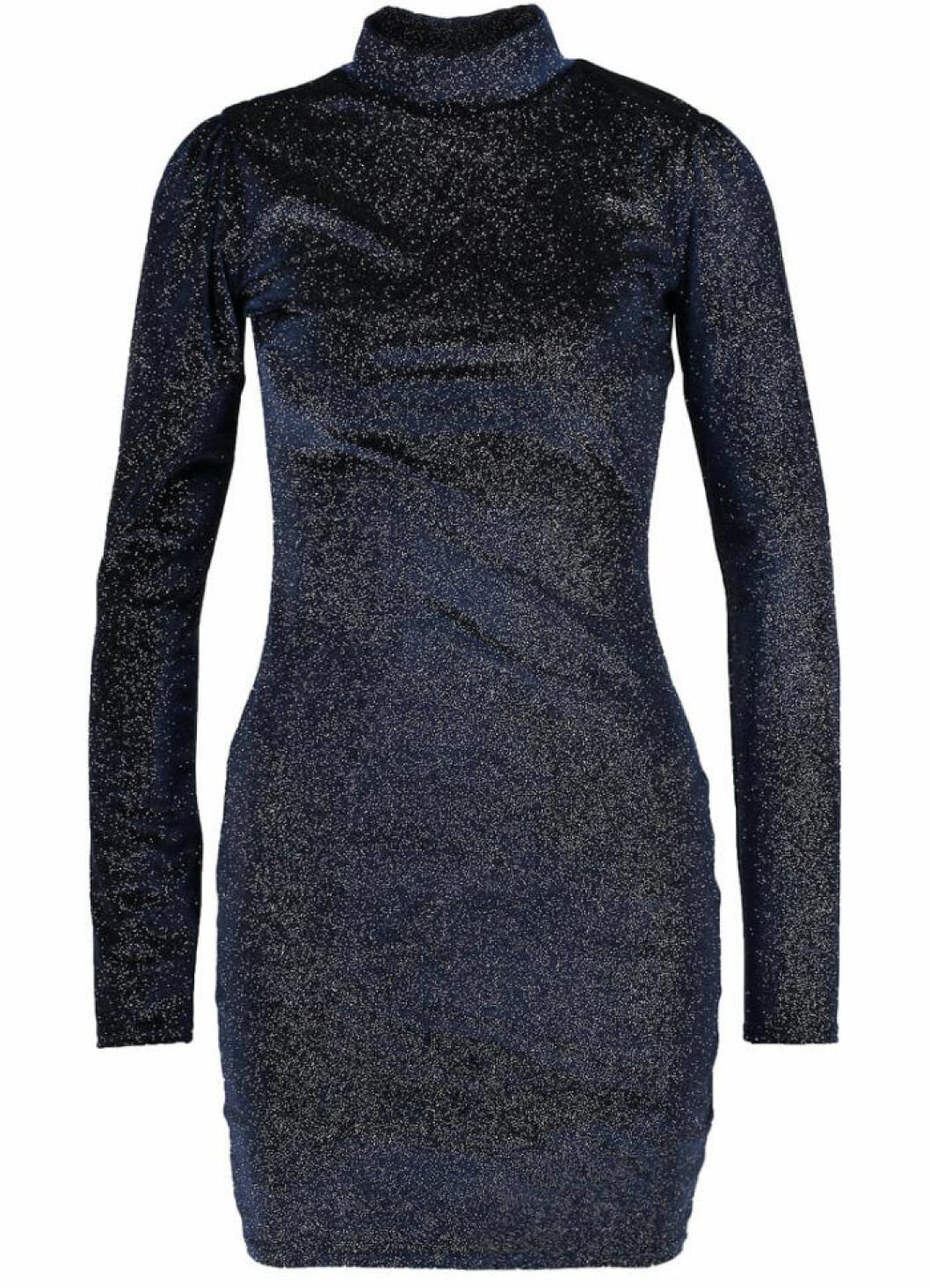 glittriga fodralklänningar