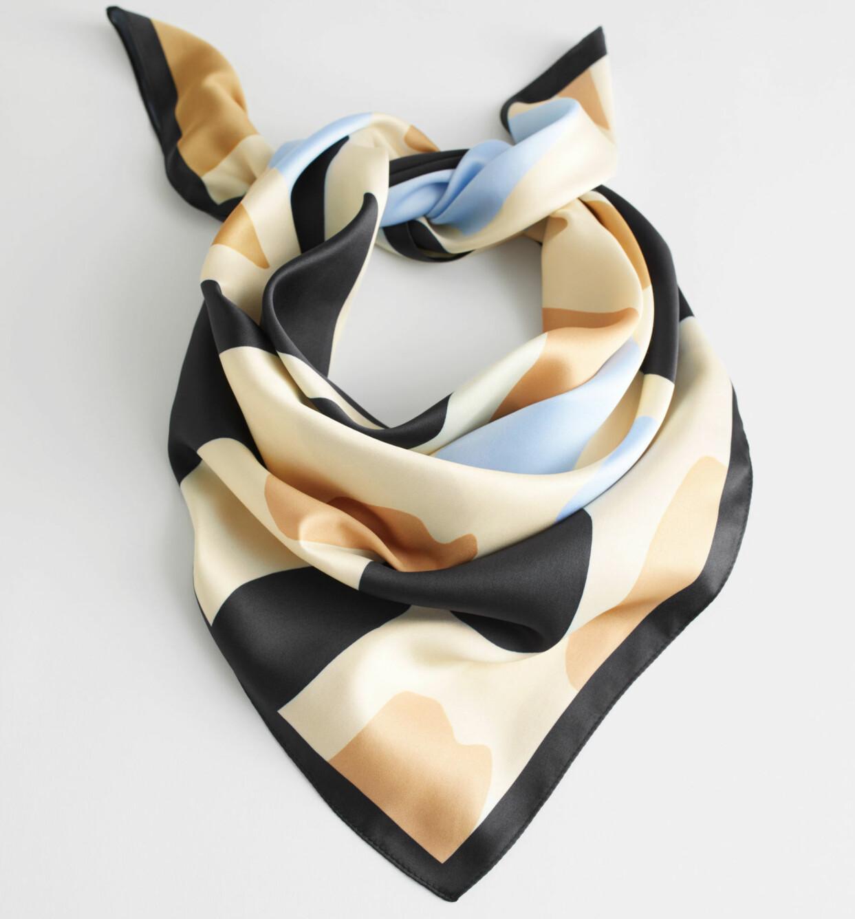 Grafiskt fläckmönstrad scarf med mörk kant, från & Other Stories