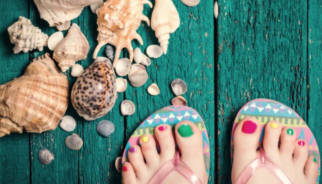 Sommarfina fötter i sandaler