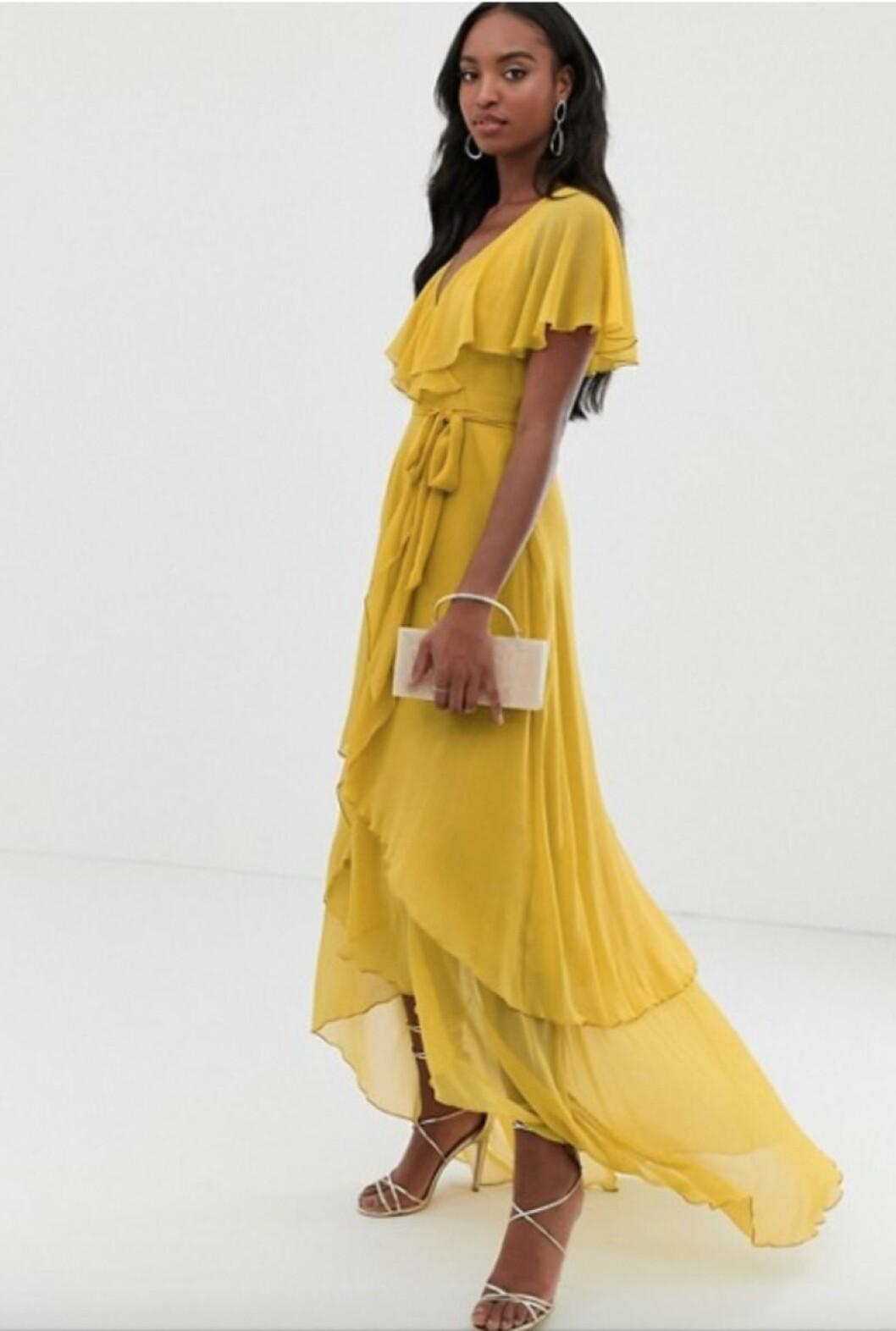 Gul klänning med volanger