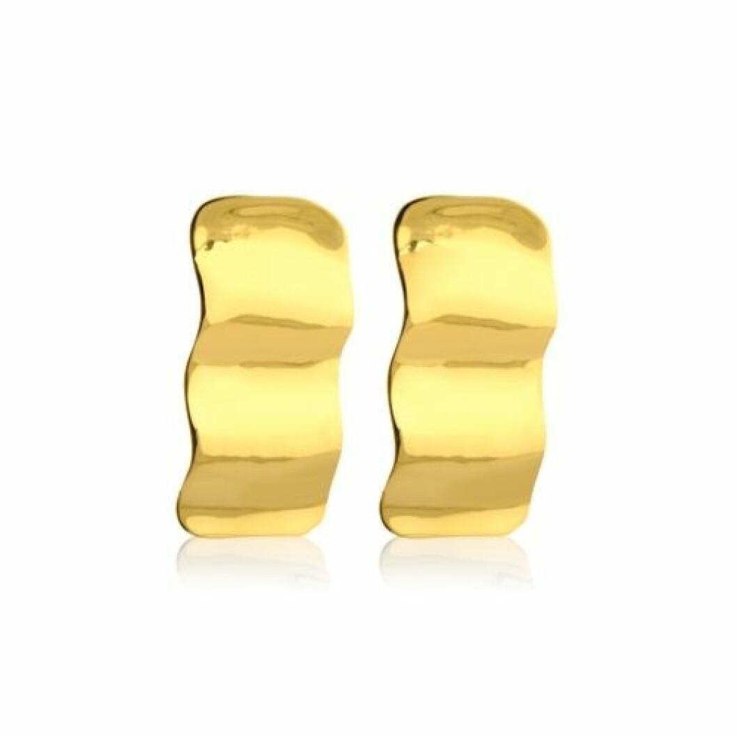 Örhänge som ser ut som guldgula böljande vågor