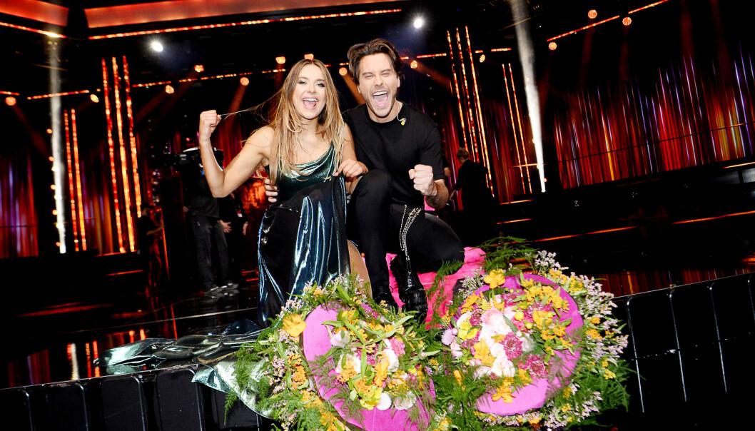 Hanna Ferm och Robin Crone firar att de båda gått vidare till finalen av Melodifestivalen 2020.