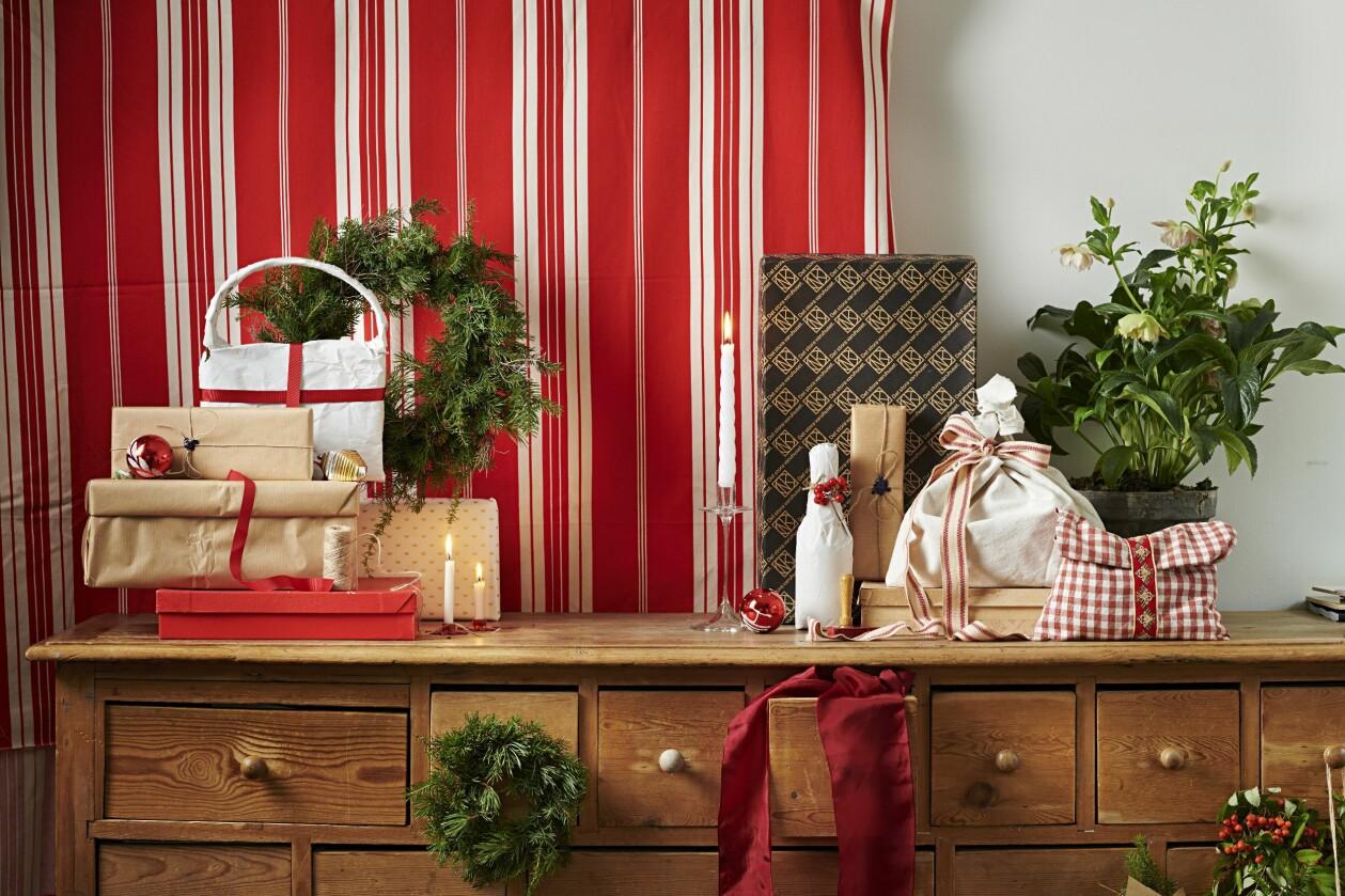 Här syns Gustav Broströms fina sätt att slå in julklappar och paket på nya sätt.