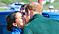 Prins Harry och Meghan Markle pussas.