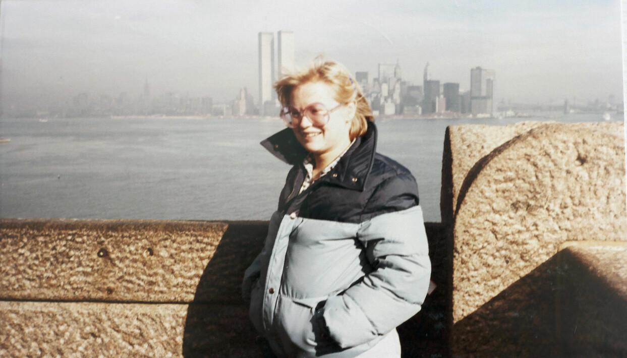 19-åriga Helén med utsikt över Manhattan och World Trade Centers forna tvillingtorn.