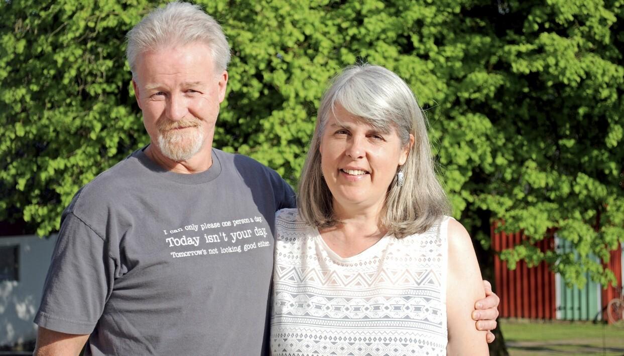 Monica Burrow i Sverige med maken Doug.