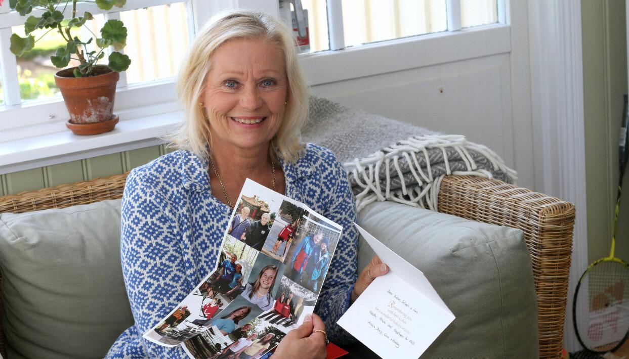 Helén visar upp några av breven från Monica.